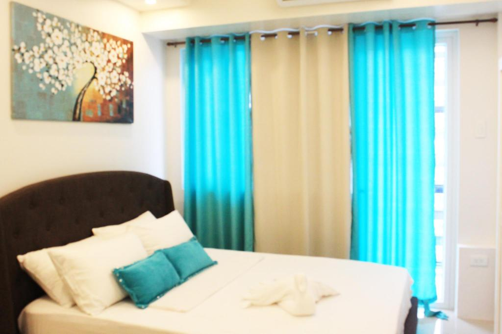 Premier Queen Bed Shell Residences by Homebound Serviced Apartment