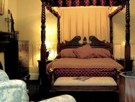 Double Room with Four-Poster Bed with Shared Bathroom