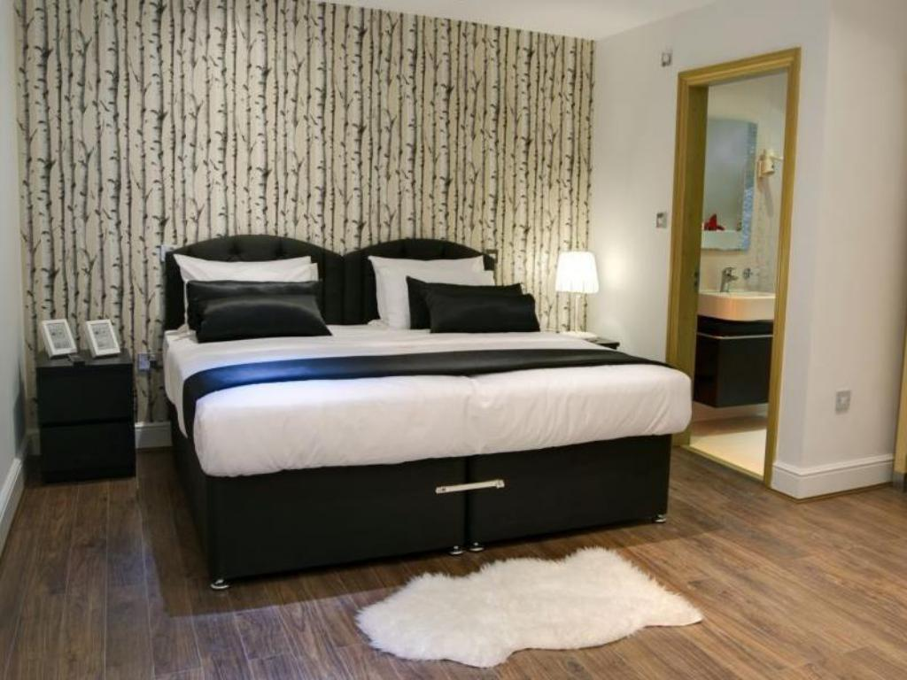 Superior Double - Bed Hotel 82 London