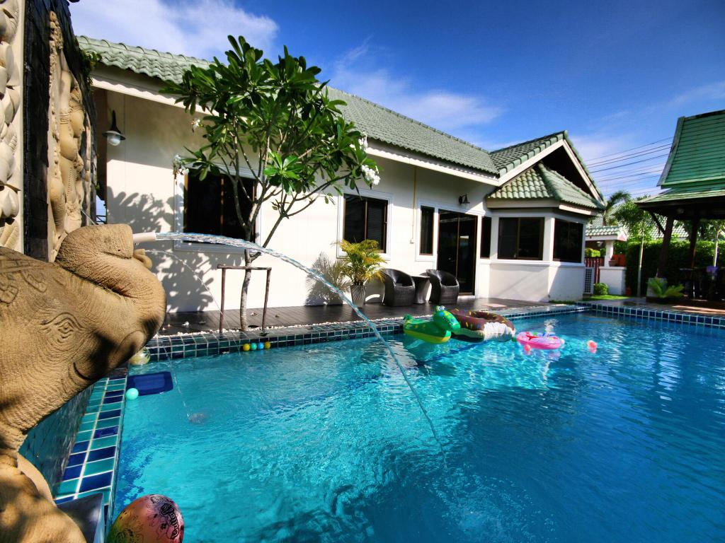 Best Price on The Siam Place Pool Villa in Pattaya + Reviews!