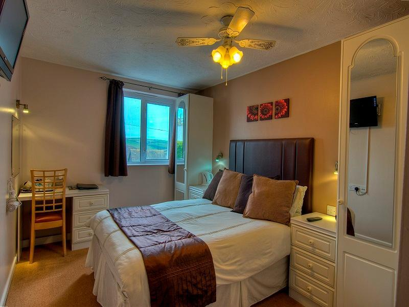 Superior Valley View Room