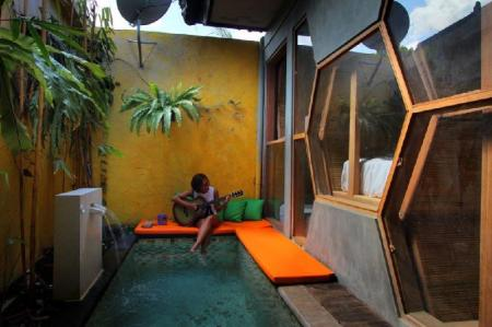 Swimming pool [outdoor] Bali Bee House Kerobokan