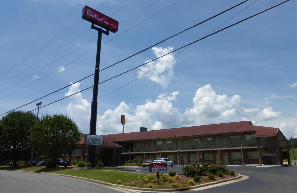 נוף חוץ Red Roof Inn & Suites Cleveland, TN
