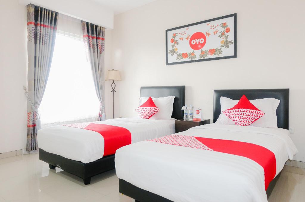 Oyo 696 Hasanah Guest House Syariah De Saphire Malang Booking Deals Photos Reviews