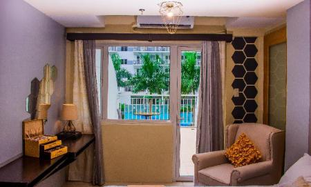 Deluxe Balcony 2 Beds USP Suites at SHELL Residences