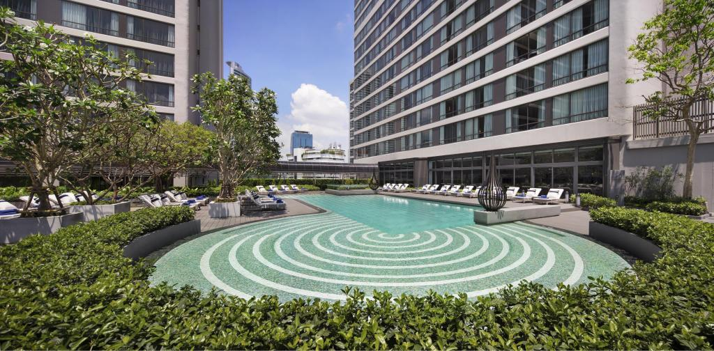 Swimming pool Bangkok Marriott Marquis Queen's Park