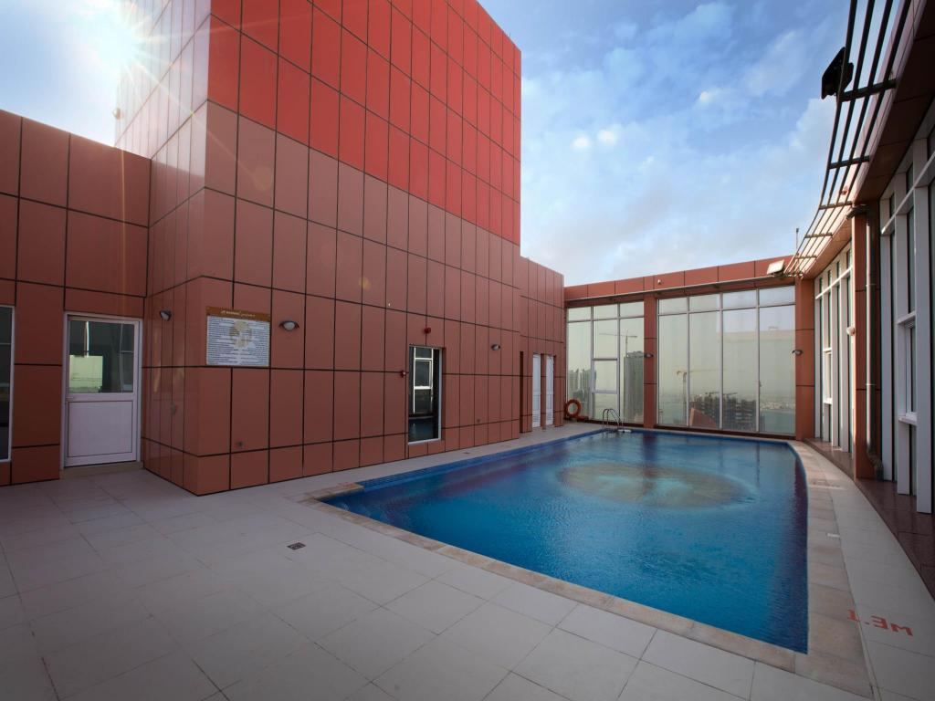 Swimming pool [outdoor] Orange Suites Hotel & Residence