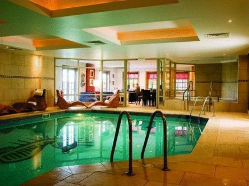 Schwimmbad Wood Hall Hotel & Spa