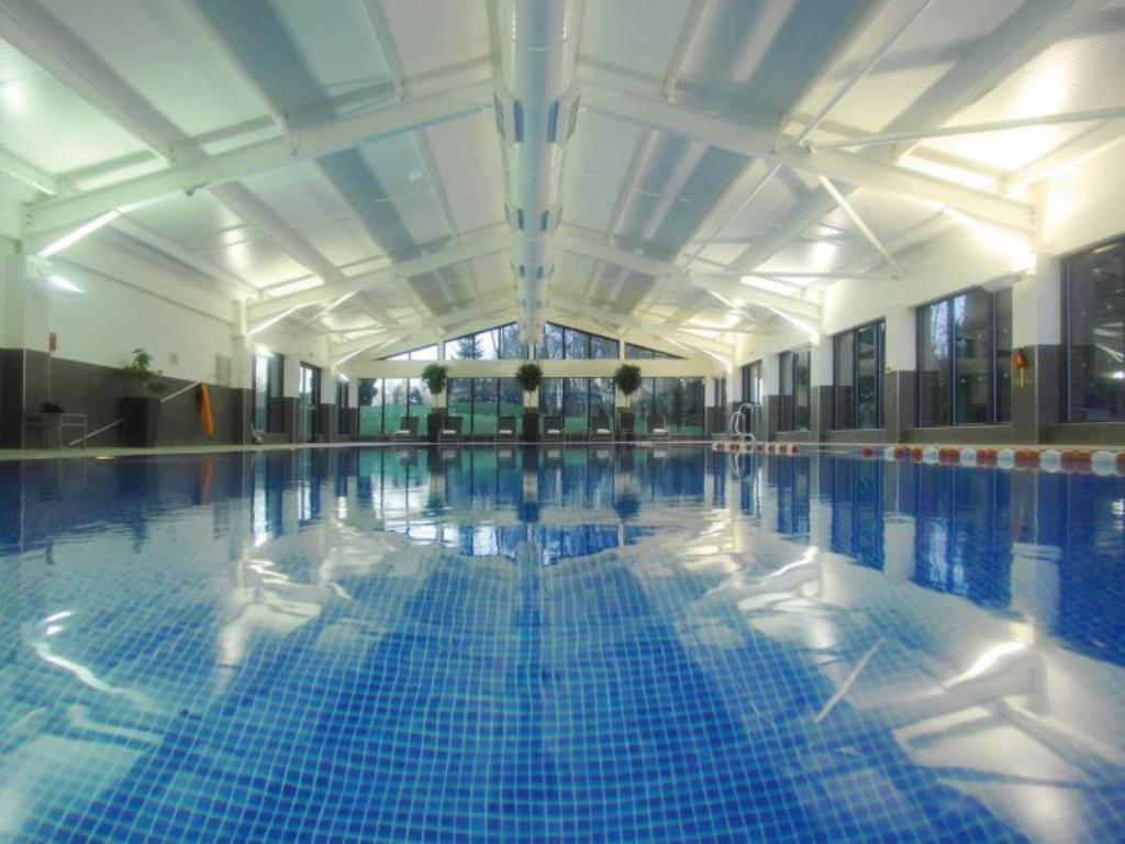 Swimming pool Macdonald Hill Valley Hotel Golf and Spa