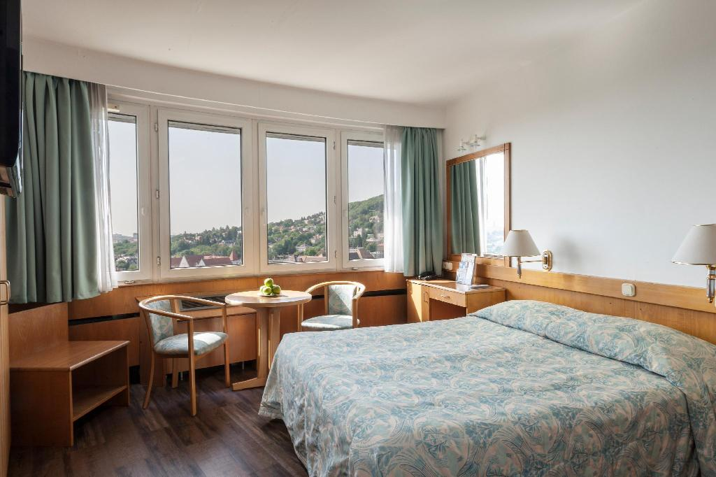 Standard Double or Twin - Bedroom Hotel Budapest