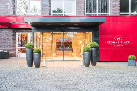 Фасада на хотела Crowne Plaza Hotel Hamburg - City Alster