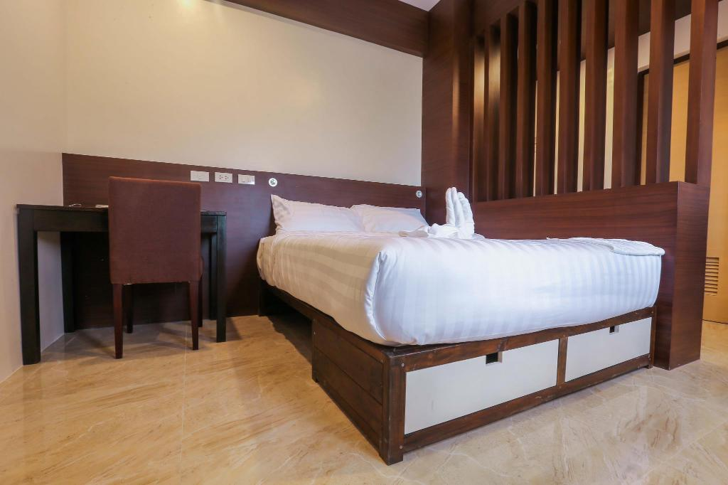 Best Price on Bed and Bath Serviced Suites in Iloilo + Reviews!