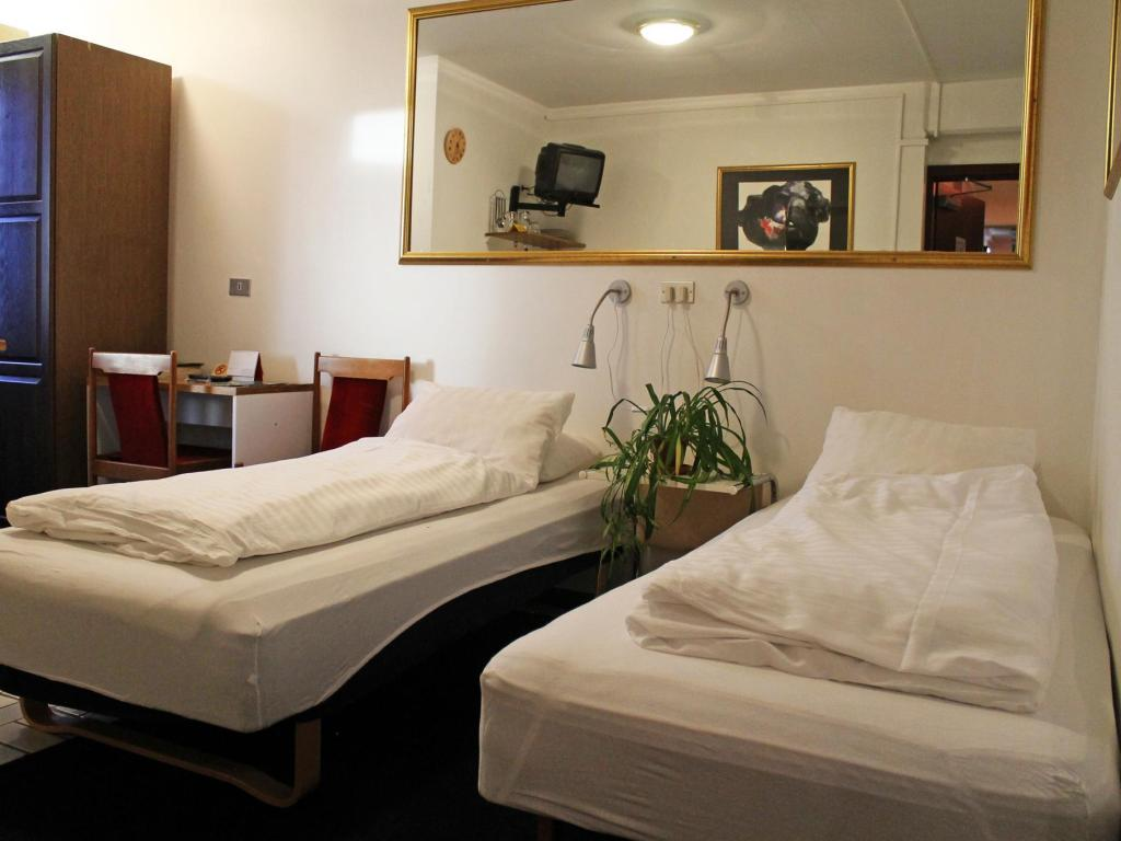 Double or Twin Room Adam Hotel