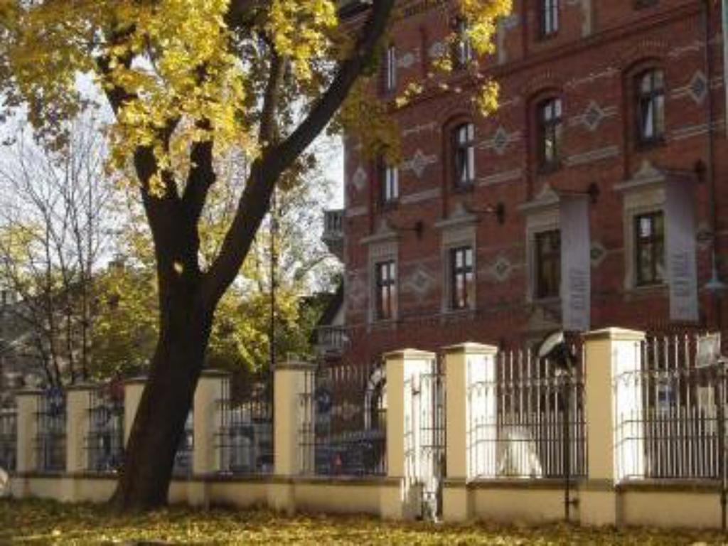 Best Price on Red Brick Apartments in Krakow + Reviews!