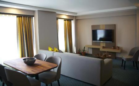 King Suite - Separate living room Tophane Suites
