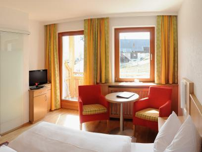 Doppelzimmer mit seitlichem Seeblick (Double Room with Side Lake View)