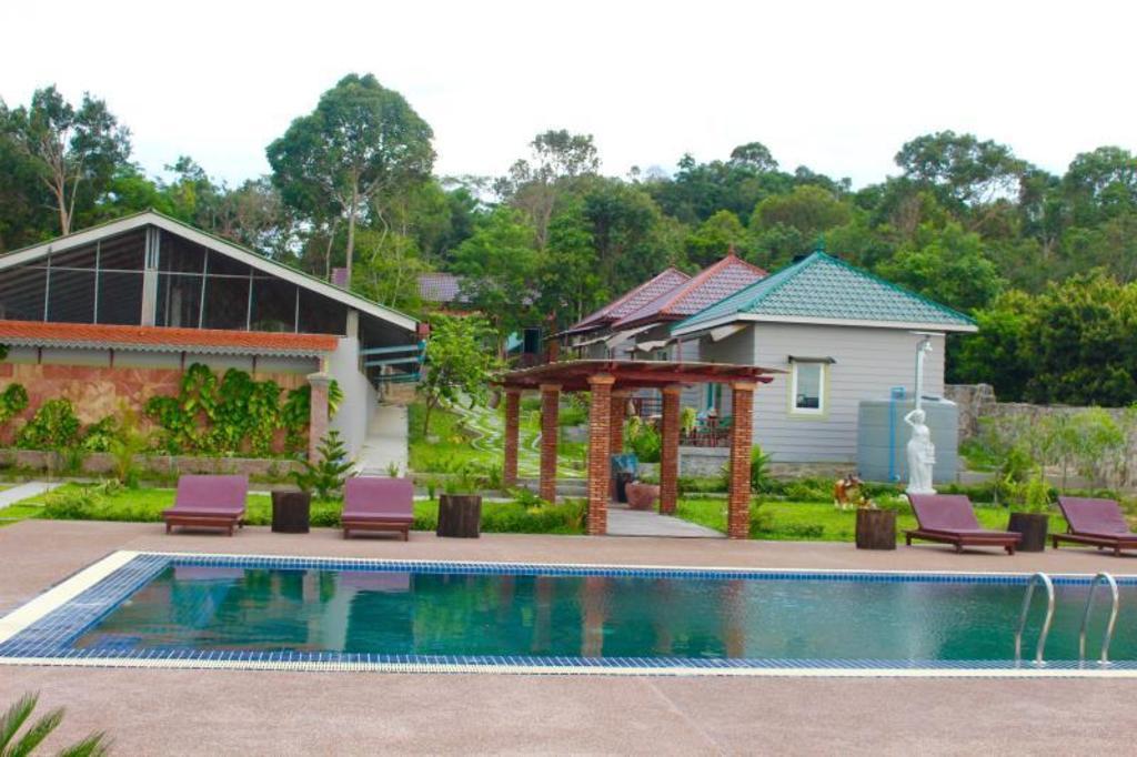 diamond takiev island resort in sihanoukville room deals. Black Bedroom Furniture Sets. Home Design Ideas