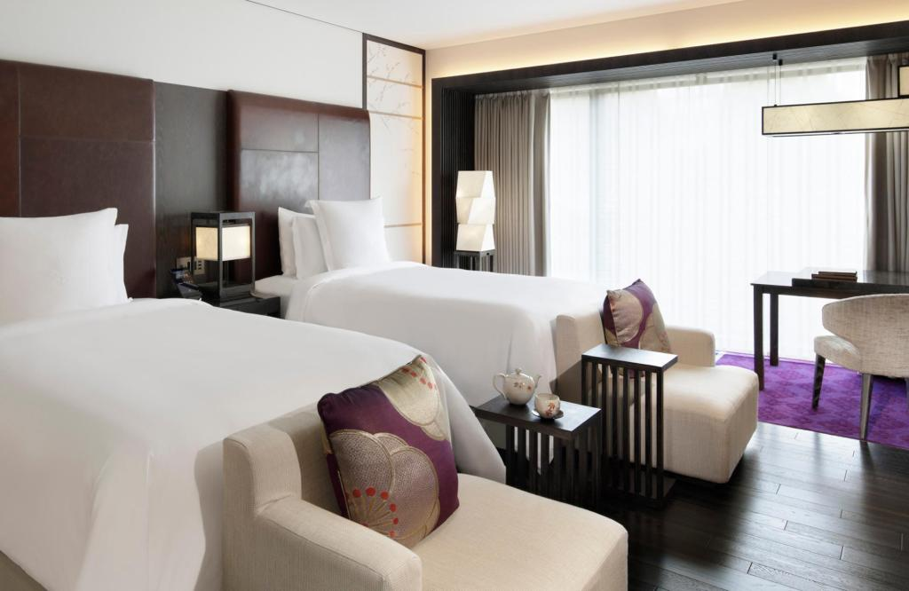 Deluxe Room with Two Double Beds - Guestroom Four Seasons Hotel Kyoto