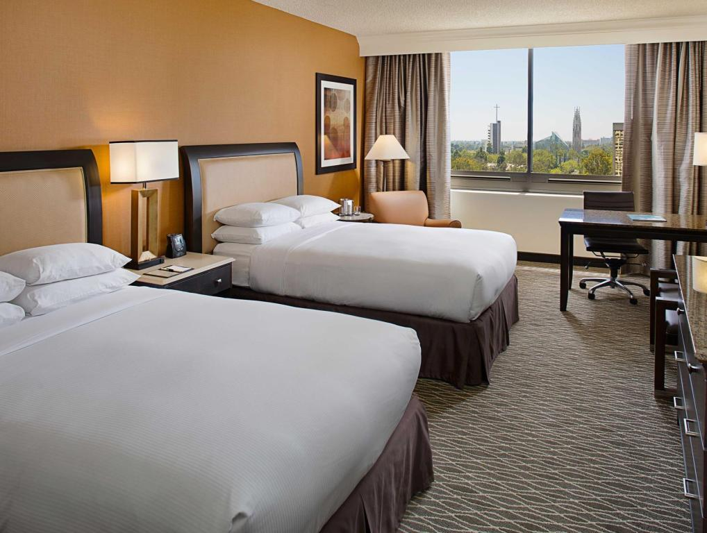 2 Double Mobility Accessible with Bathtub DoubleTree by Hilton Hotel Anaheim - Orange County