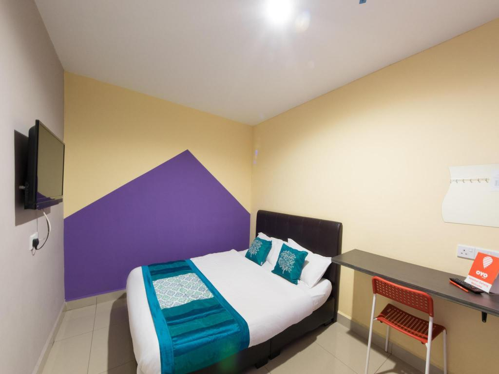 Double or Twin Room with Private Bathroom - Guestroom OYO 131 Dejaya Hotel Kota Damansara