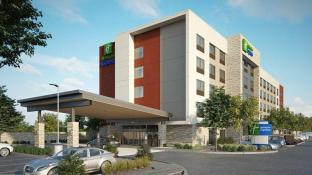 Holiday Inn Express & Suites Las Vegas - E Tropicana