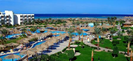 مسبح هيلتون الغردقة لونج بيتش ريزورت (Hilton Hurghada Long Beach Resort)
