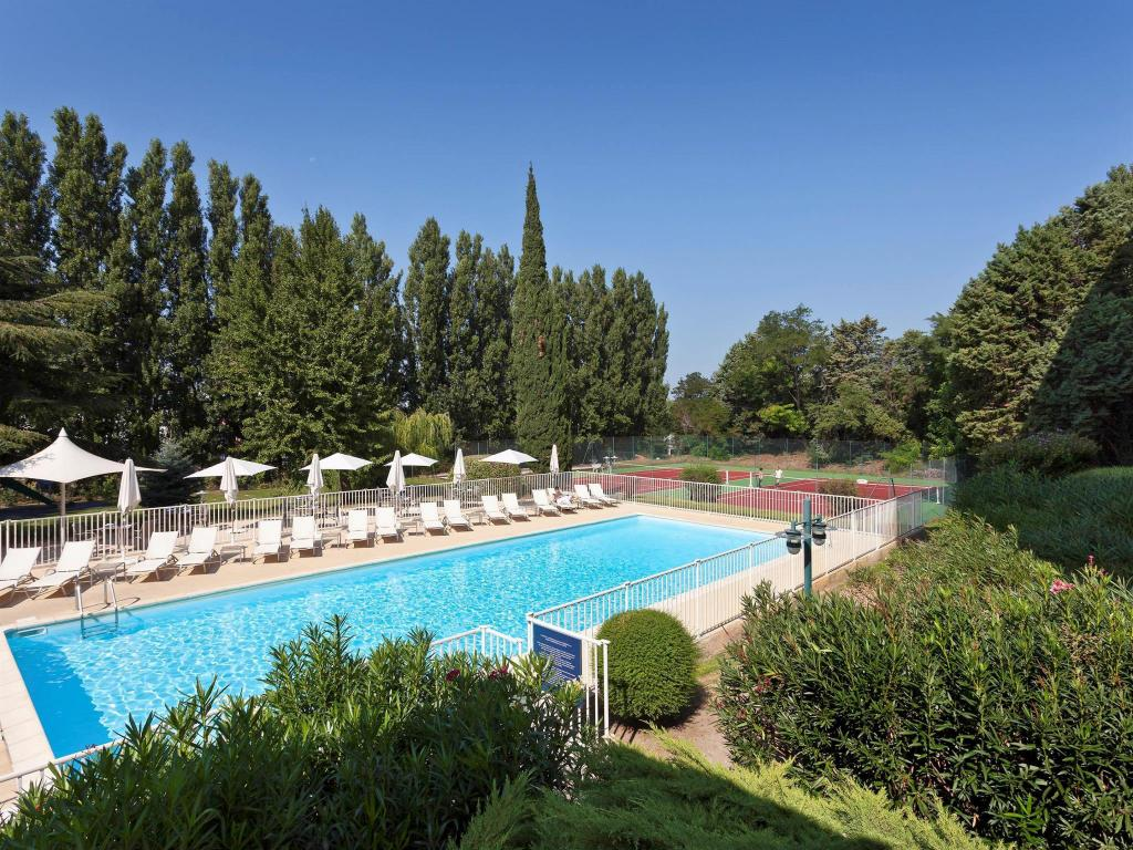 Swimming pool Novotel Avignon Nord Hotel