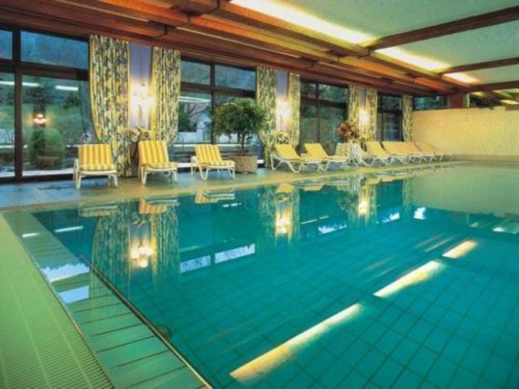 Swimming pool Ringhotel Mönch`s Waldhotel