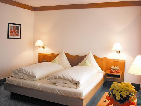 Tweepersoonskamer met Extra Bed (Double room with additional bed)