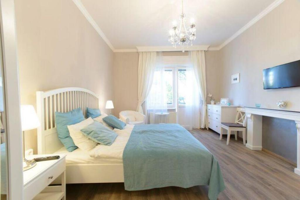 Camere Da Letto Arredate Vintage : Bpr vintage panoramic apartment budapest affari imbattibili su