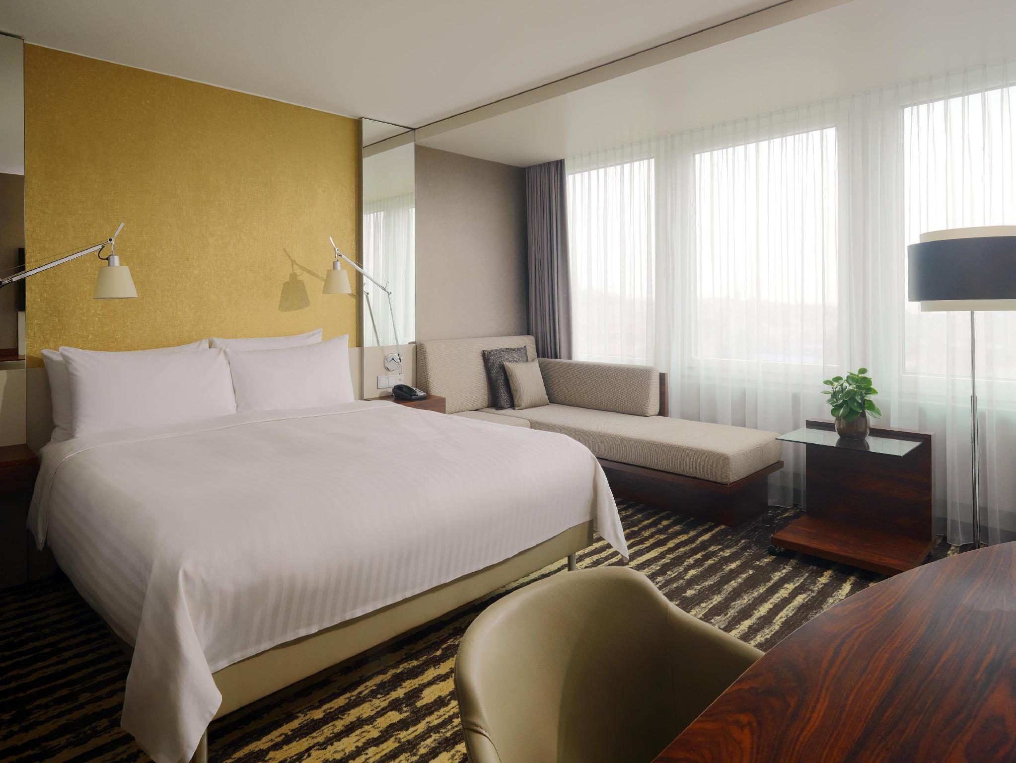 Club Room, M Club lounge access, Guest room, City view