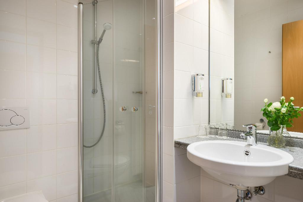 Triple Room - Bathroom