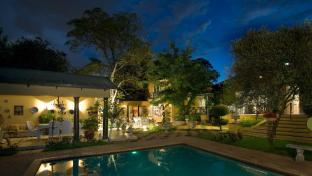 Melleney's Exclusive Guest House