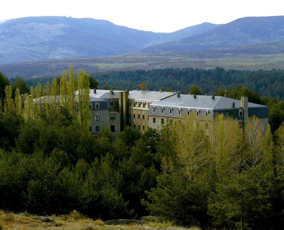 More about Parador de Gredos