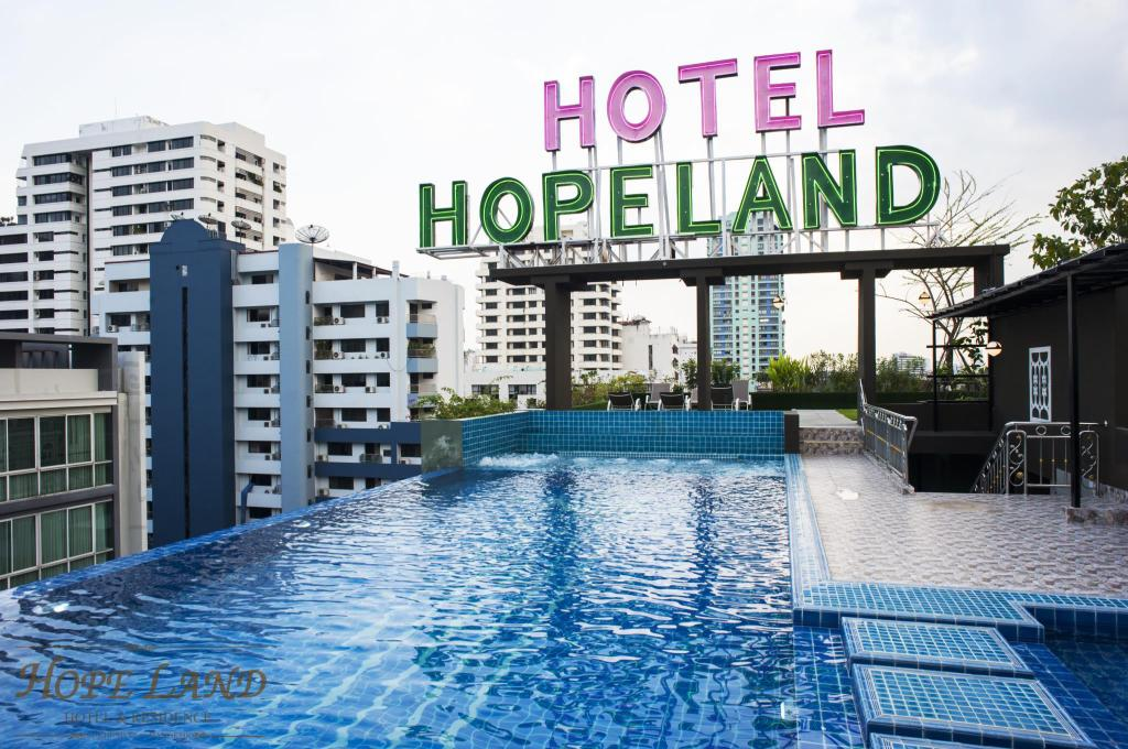 Swimming pool Hope Land Hotel  Sukhumvit 8