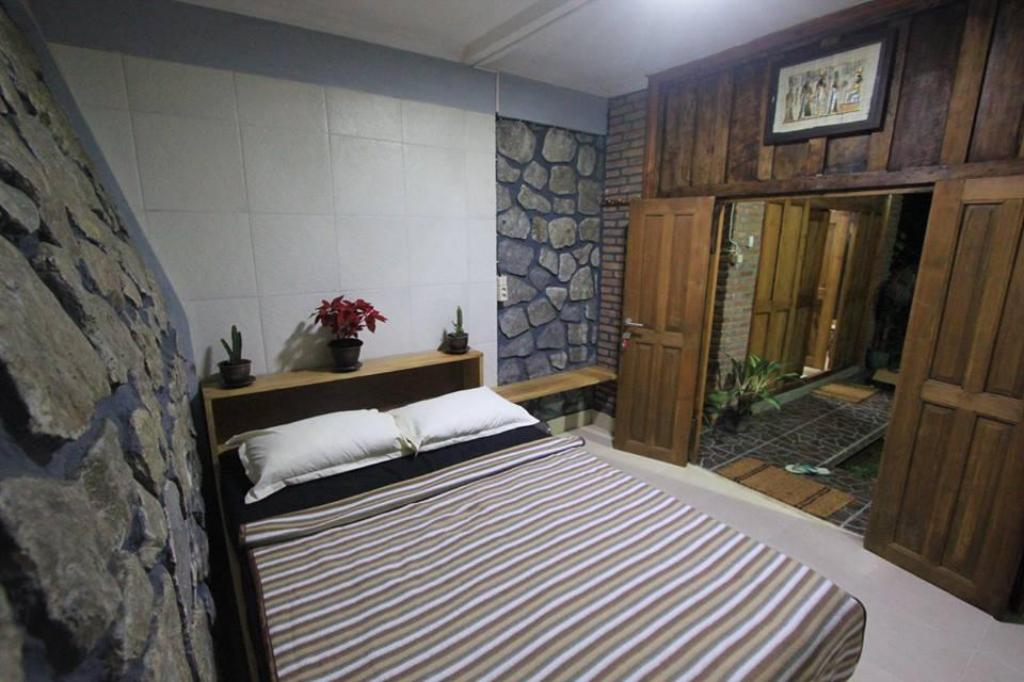 Queen Size Bed Room Grass Root Homestay