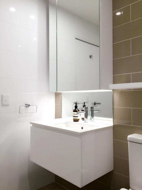 Bathroom New Oriental Sydney Service Apartment