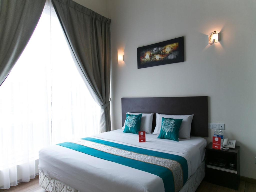Double or Twin Room with Private Bathroom OYO 208 Sens Hotel