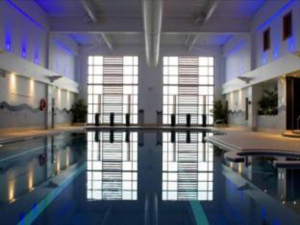 Swimming pool Village Hotel Manchester Ashton