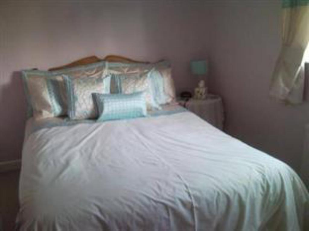 Single Room - Guestroom Latchmead Guest House
