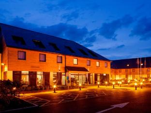 Holiday Inn Express London - Epsom Downs