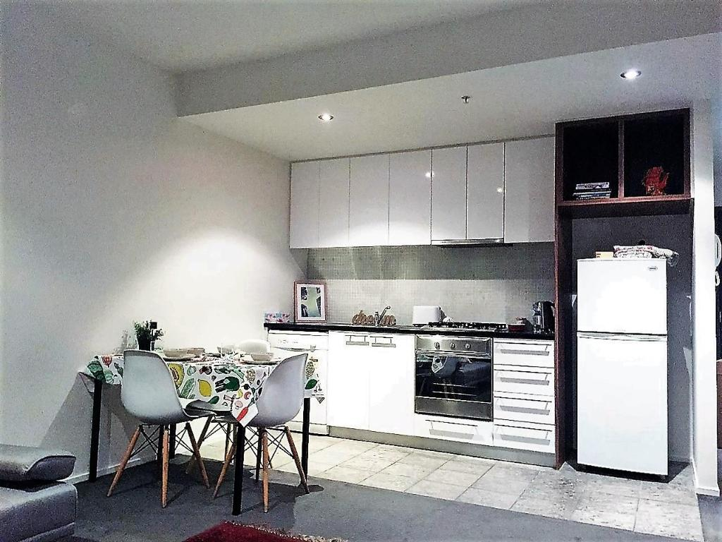 2 Bd Melbourne Central Apt