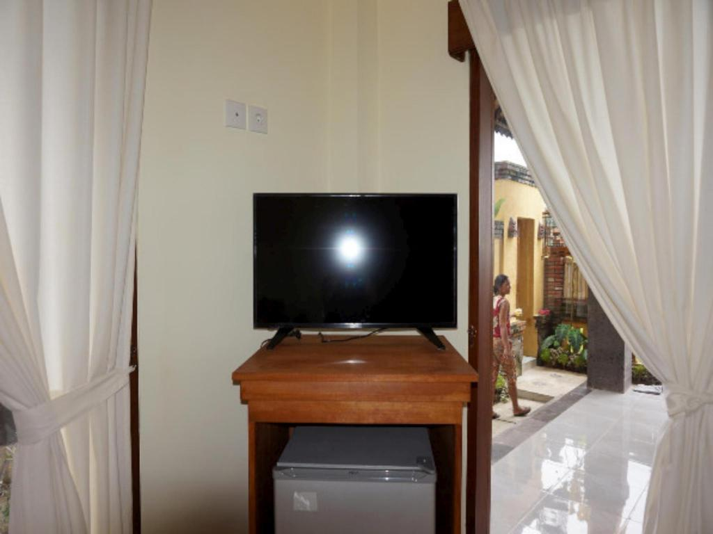 10 Bed Mixed En-suite White Hostel Ubud