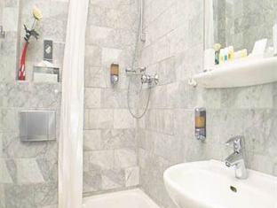Bathroom Kastens Hotel