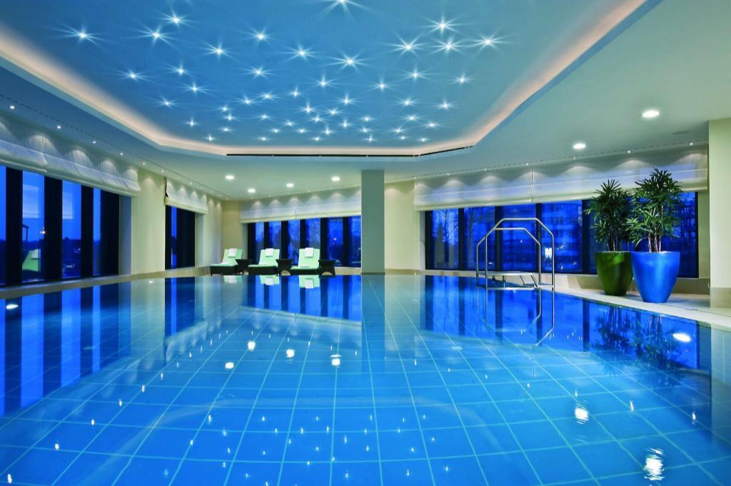 Best price on maritim hotel dusseldorf in dusseldorf reviews for Dusseldorf hotel mit pool