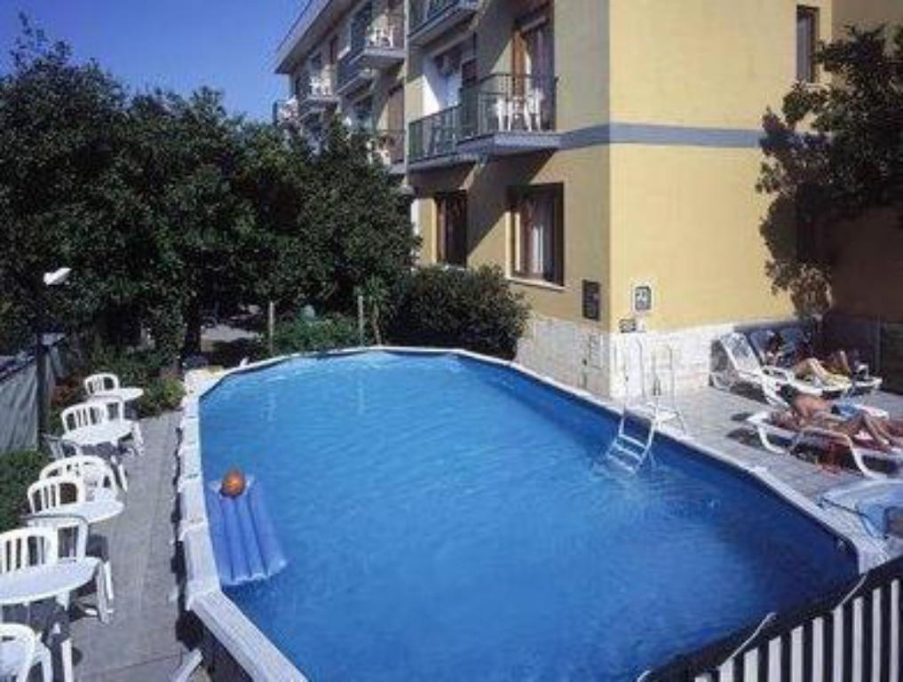 Swimming pool Hotel La Pergola