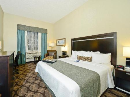 Accessible 1 King Bed Best Western Plus Travel Hotel Toronto Airport