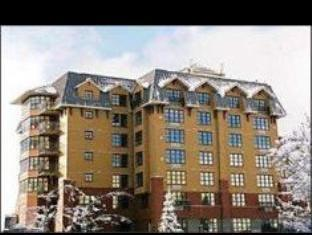 1 Bedroom Suite Double Bed With Mountain View