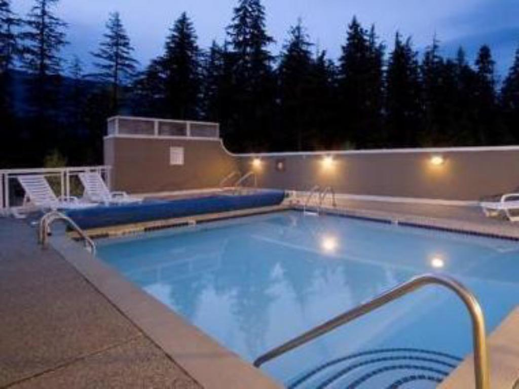 Swimming pool Le Chamois by Whistler Premier