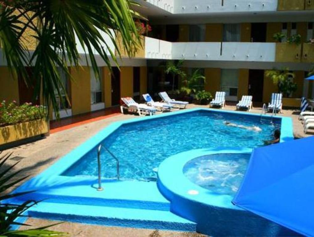 Swimming Pool Hotel Azteca Inn